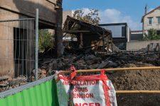 Un entrepôt de 400 m² part en fumée