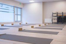 Il est l'unique club de yoga de la Défense