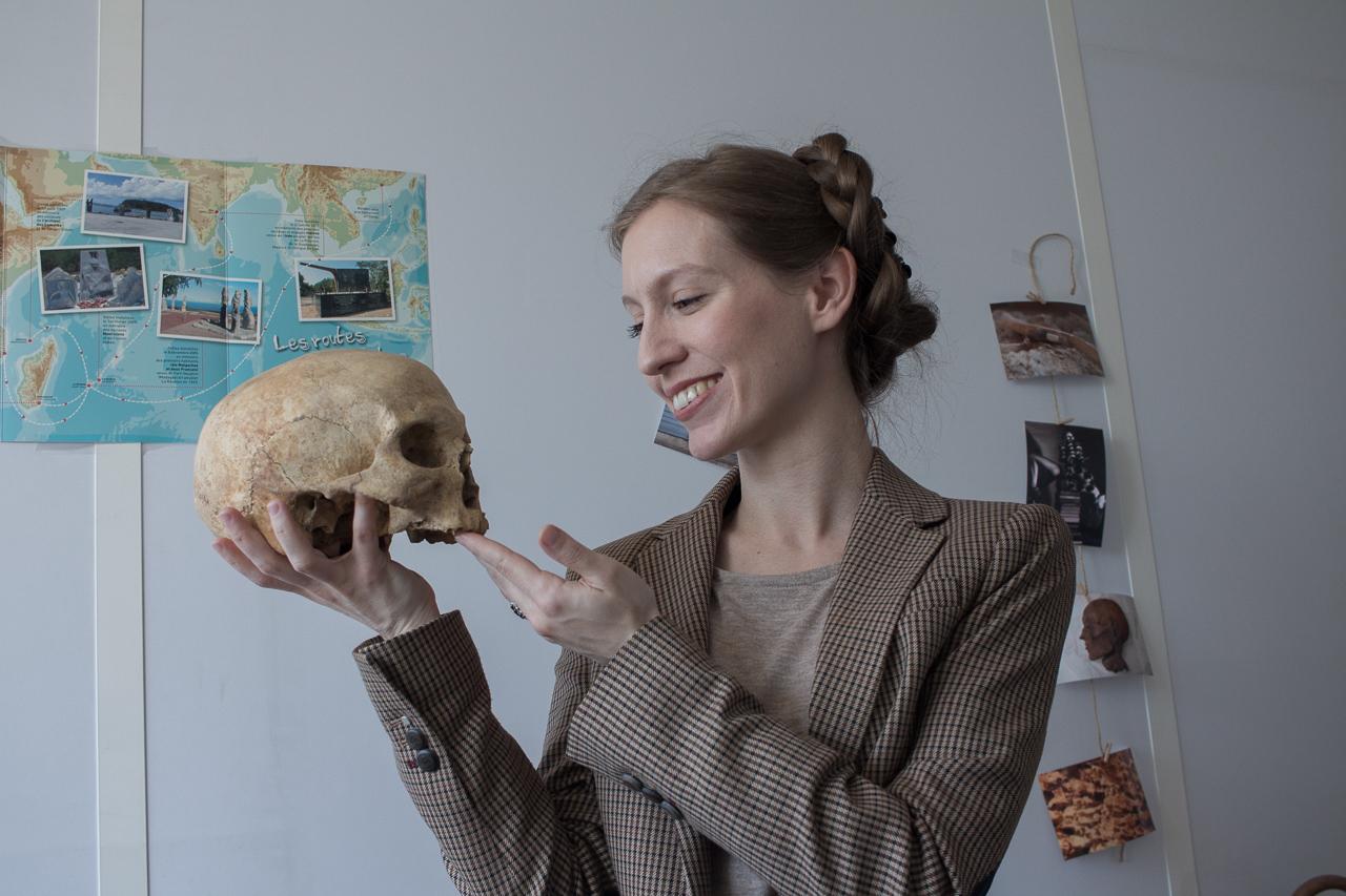 Jennifer Kerner, professeure à l'université de Nanterre et ex-comédienne, a lancé sa chaîne Youtube en octobre 2017. Elle explique sa passion au plus grand nombre: l'archéologie de la mort.