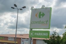 Carrefour ferme un Contact, la mairie furieuse