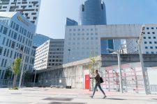 Transformer deux murs de béton en œuvres d'art géantes