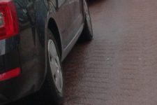 Arrêté pour possession de drogue à cause du phare de sa voiture