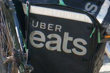 Le livreur Uber eats vole la carte bleue d'unvieil homme pendant son service