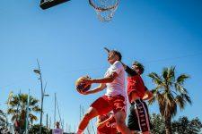 Un tournoi de basket à trois à la Défense