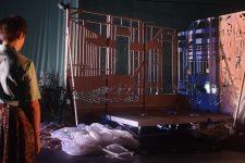Une pièce sur la quête de soi au théâtre des Amandiers