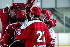 Les Coqs fêtent leur retour sur la glace avec une victoire en amical